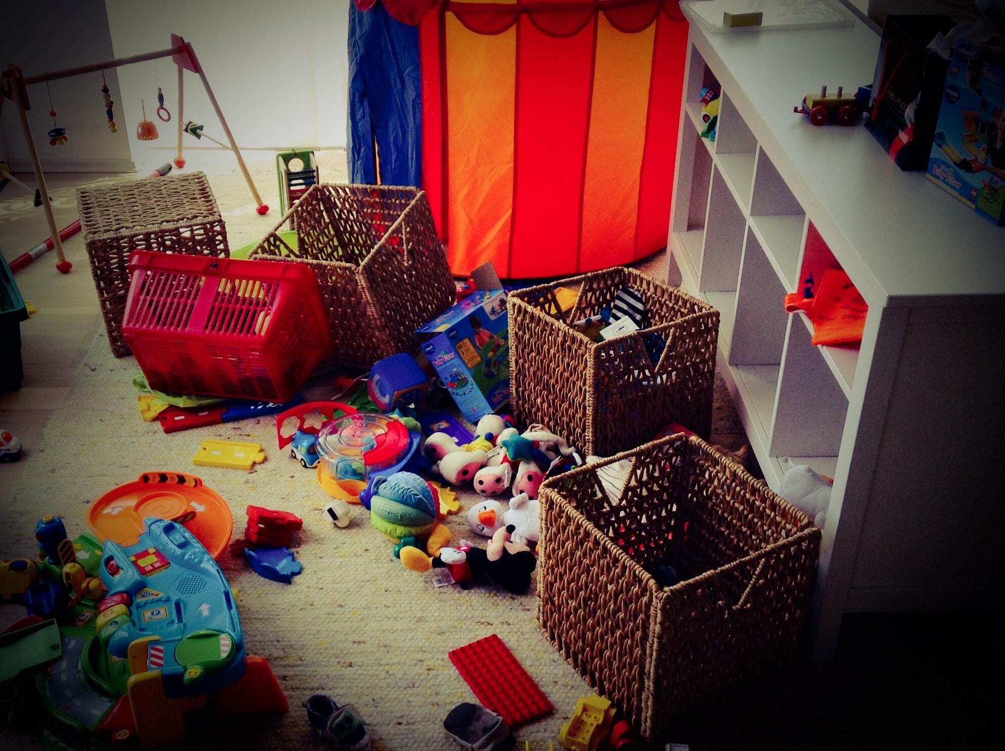 Hätten wir ein Spielzimmer, würde es bei uns im Wohnzimmer nicht so aussehen...