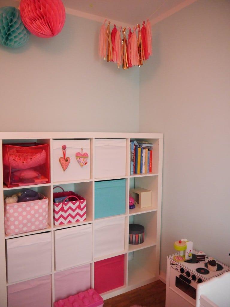 Platz für Praktisches im Kinderzimmer der zweijährigen Lina.