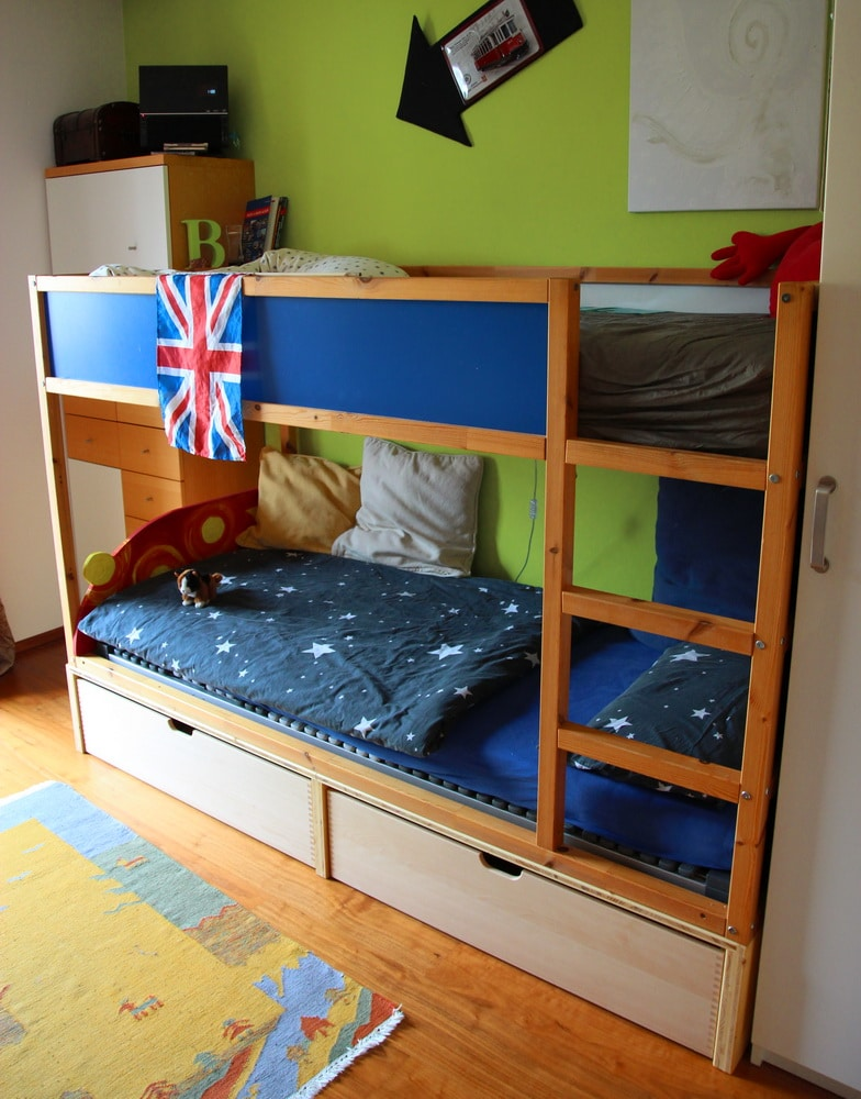 homestory zu gast im kinderzimmer von muttis n hk stchen. Black Bedroom Furniture Sets. Home Design Ideas