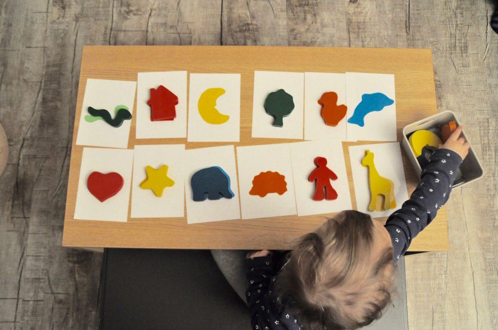 montessori inspirierte spiele selber machen farben lernen figuren zuordnen. Black Bedroom Furniture Sets. Home Design Ideas