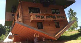Haus auf dem Kopf im bayerischen Sankt Englmar