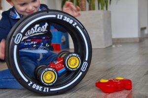 Tire Twister - das ferngesteuerte Auto mit doppeltem Fahrspaß