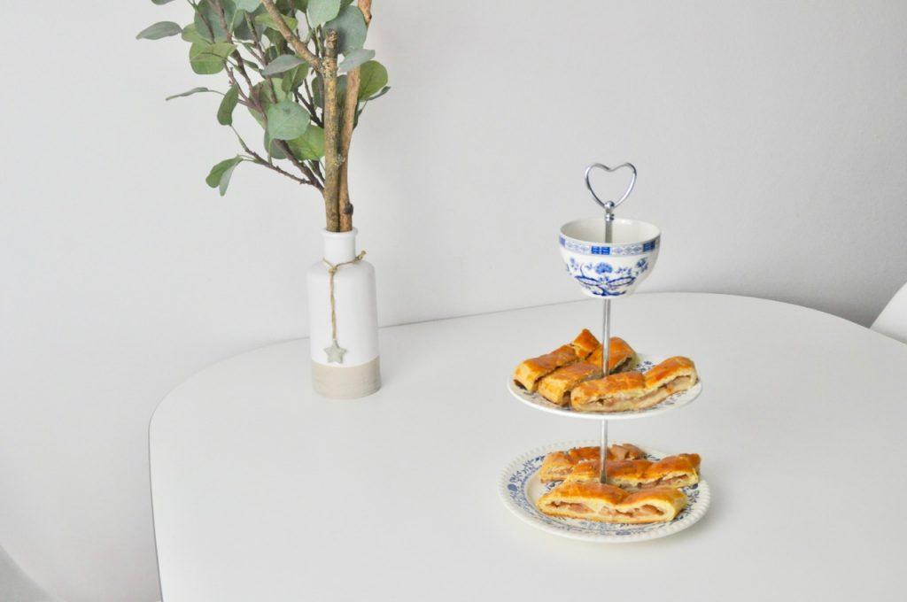 Apfelschlangerl nach Uromas Art - Mehlspeise aus Österreich