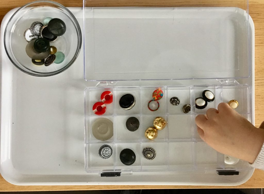 Spielen mit Knöpfe - Memory - Montessori