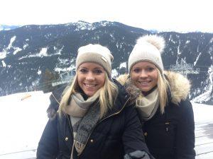 wie lebt es sich als eineiige Zwillinge – Pia und Nina im Interview