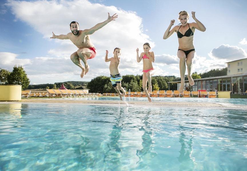Gewinne einen Familienurlaub in die H2O Therme Bad Waltersdorf