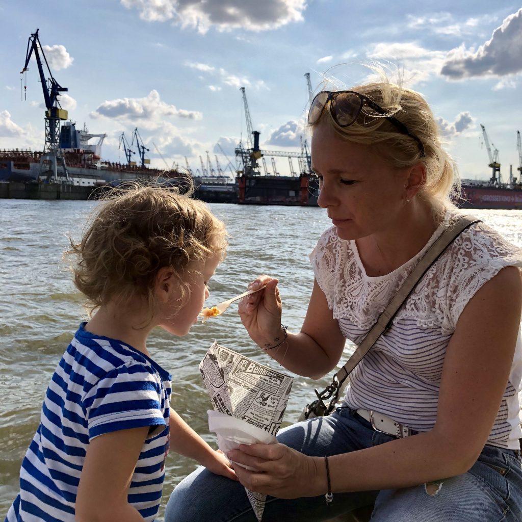Hamburg mit Kindern: Imbiss an den Landungsbrücken