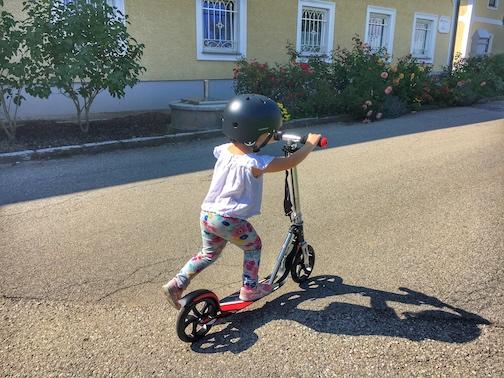 Gewinne einen HUDORA BigWheel Scooter mit Helm, Schloss und Licht