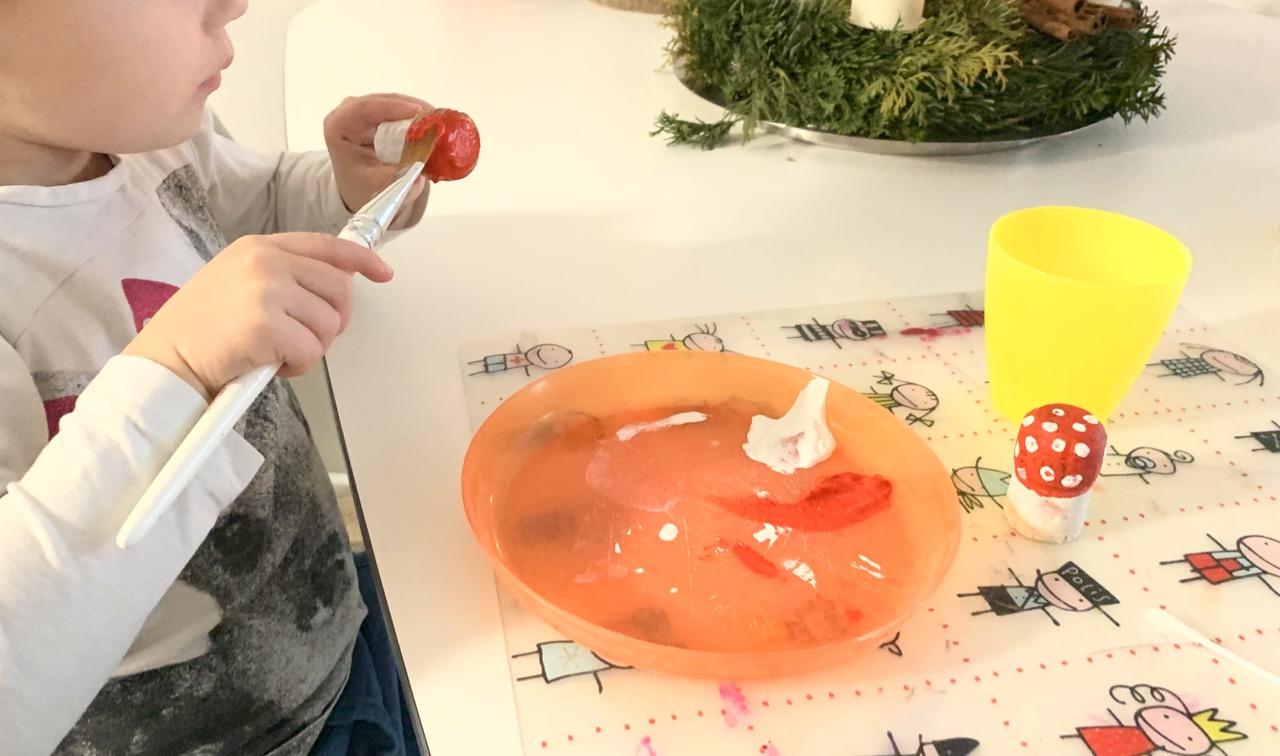 DIY sinnvolle Glücksbringer mit Kindern selber machen: Fliegenpilz Zettelhalter und Herzenschweinchen